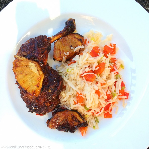 Hähnchenschenkel mit Ananas-Chili-Glasur und buntem Reis