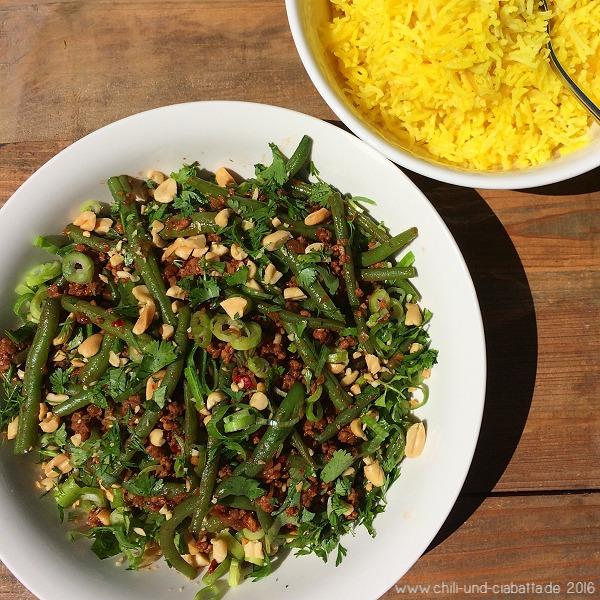 Asia-Bohnen-Hack mit gelbem Reis