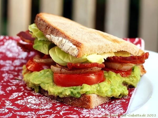 Avocado BLT-Sandwich