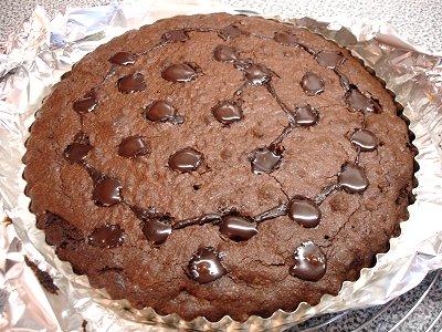 Schokoladenkuchen mit den Pfützen