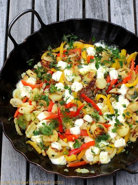 Bratkartoffeln mit Paprika, Kapern und Mozzarella