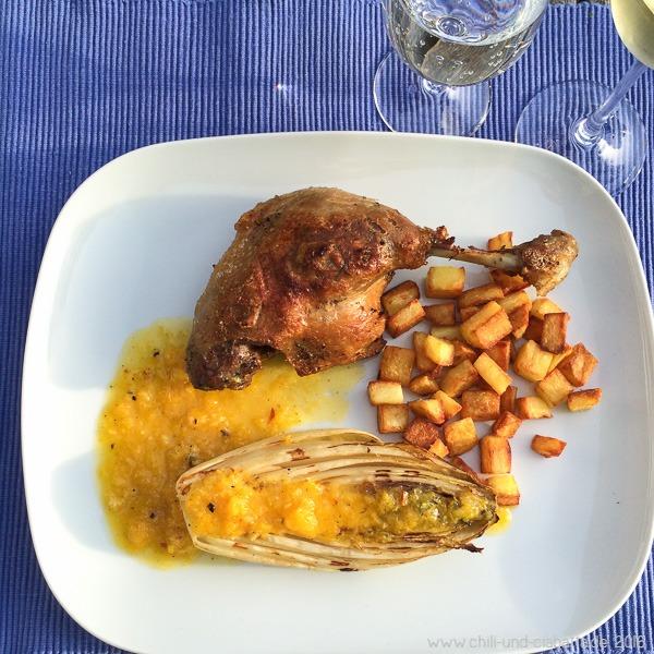 Confierte Entenkeulen und Chicorée vom Grill mit Grillorangenvinaigrette