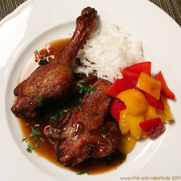 Entenschenkel rotgekocht mit Paprika und Reis
