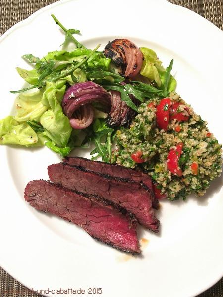Flank Steak mit Tabbouleh und Grillzwiebel-Salat