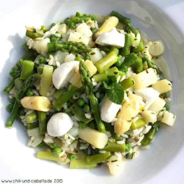 Frühlingsgemüse-Risotto mit Minze und Mini-Mozzarellini