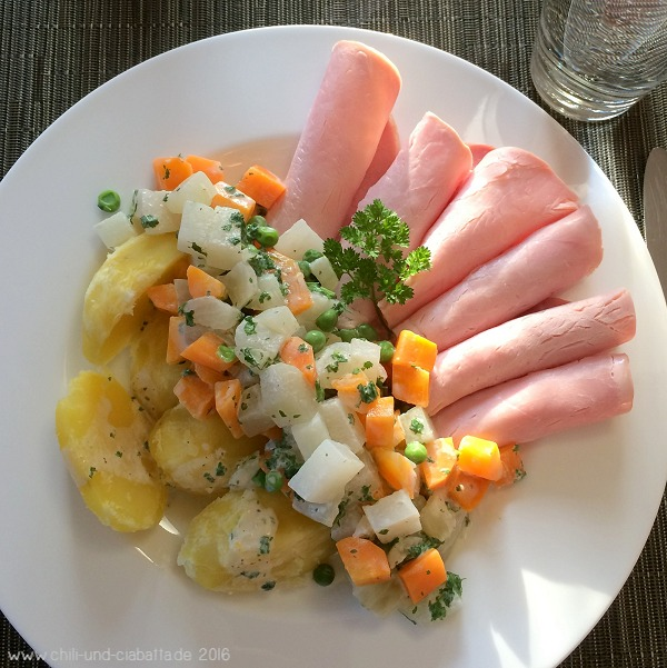 Kerbel-Gemüseragout mit Kartoffeln und Kasseler Aufschnitt