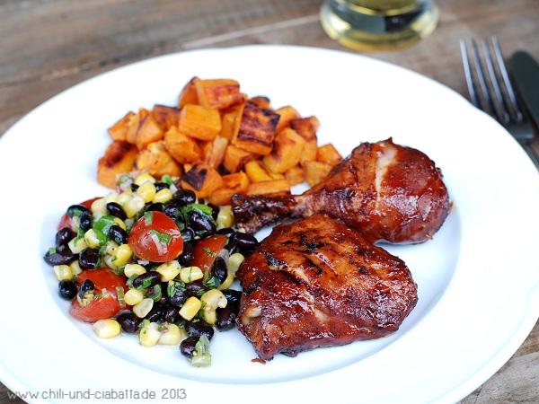 Glasiertes BBQ-Hähnchen mit schwarze Bohnen-Mais-Salat