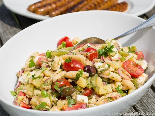 Griechischer Nudelsalat mit Gurken-Vinaigrette