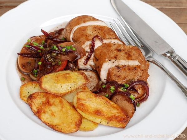 Hähnchenbrust in Apfel-Zwiebel-Balsamicosauce mit Knusperkartoffeln