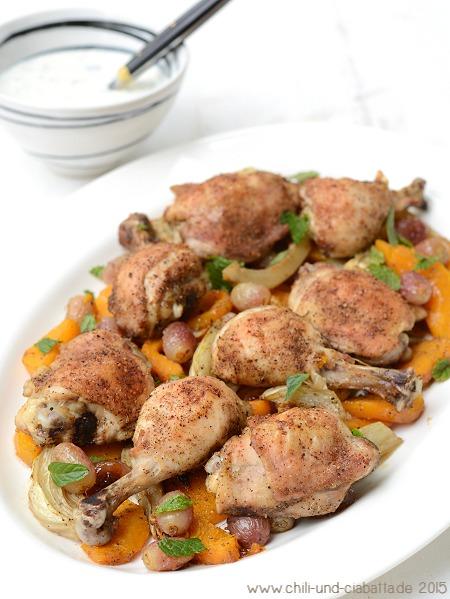Hähnchenschenkel mit Kürbis, Fenchel und Trauben vom Blech