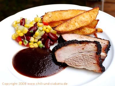 Ribs mit Kartoffelspalten und buntem Salat