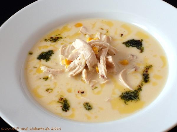 Heiße Joghurt-Hühnersuppe mit Mais