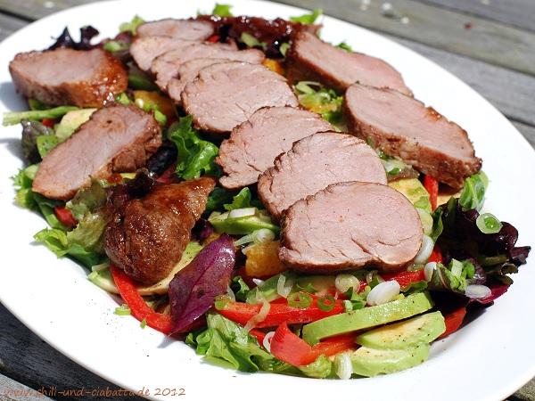 Gemischter Salat mit karamellisiertem Schweinefilet