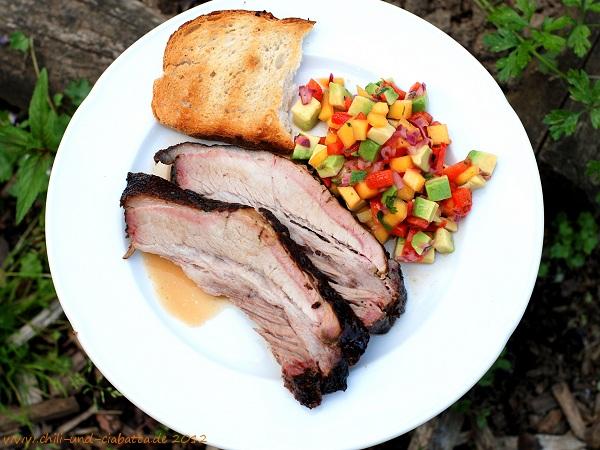 Jerk-Brustspitze mit karibischem Salat