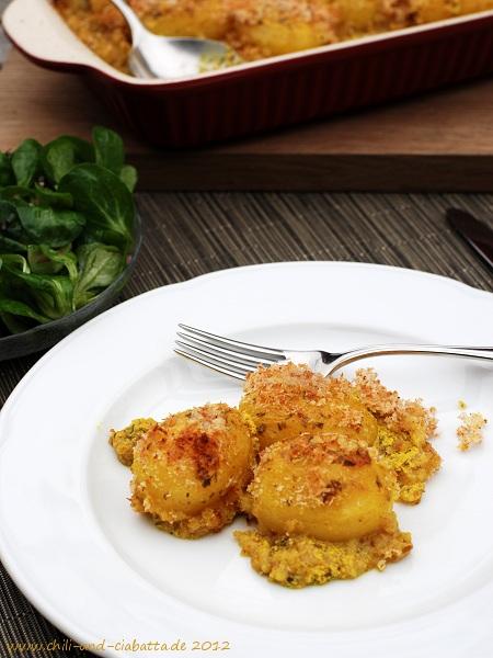 Gratinierte Kartoffeln mit Curryjoghurt