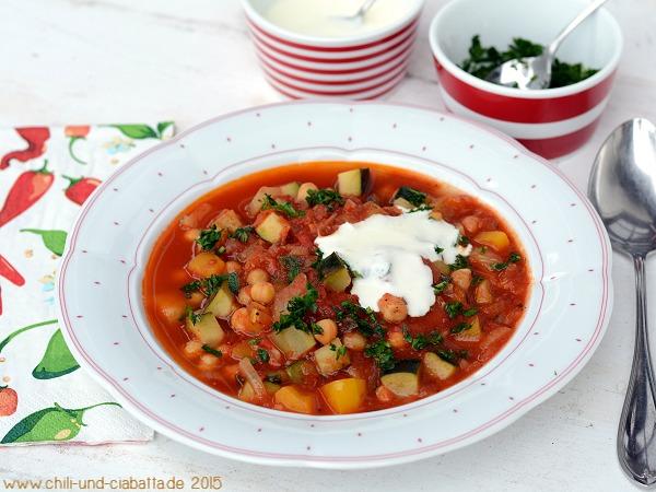 Kichererbsen-Eintopf mit Paprika und Zucchini