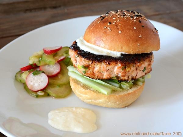 Glasierter Lachs-Burger mit Ingwer-Limetten Aioli