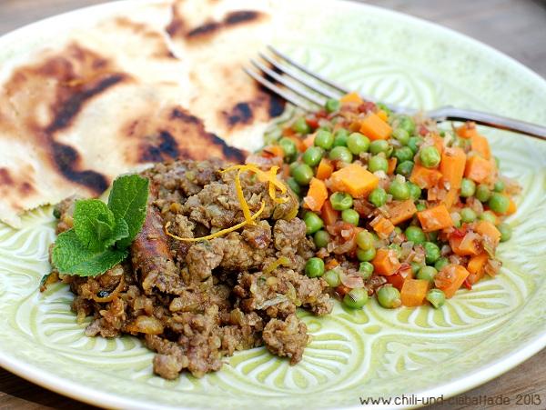 Orangen-Hackfleisch-Pfanne indisch mit Erbsen und Möhren