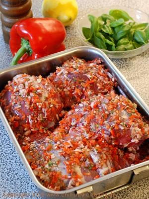 Lammkeule mit Gemüse-Kräuter-Marinade