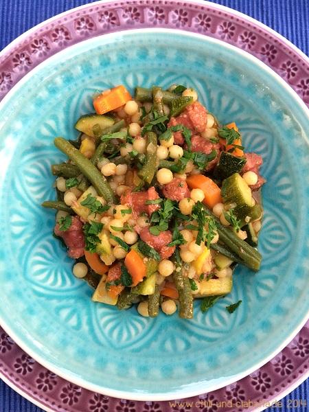 Libanesischer Couscous mit Merguez und buntem Gemüse