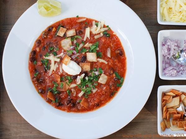 Mexikanische Tomaten-Bohnensuppe