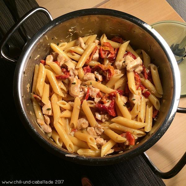 One-Pot-Pasta mit Hähnchen und Tomaten