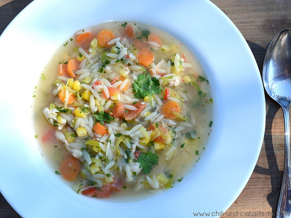 Hühner-Limettensuppe mit Orzonudeln