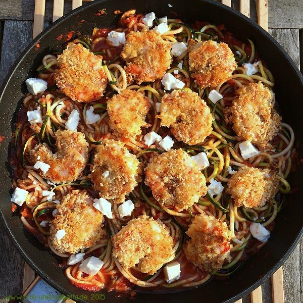 Shrimp mit Parmesankruste und Tomaten-Zoodles