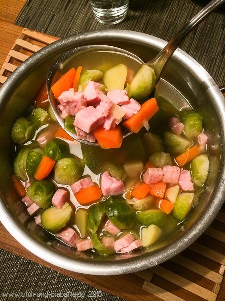 Rosenkohl-Kartoffel-Suppe mit Kassler