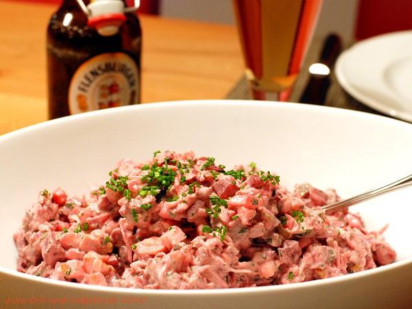 Roter Heringssalat mit Brustkern und Walnüssen