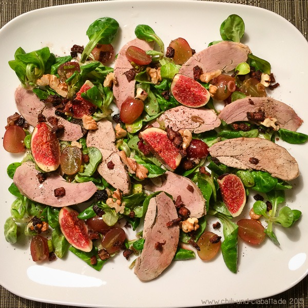 Herbstlicher Salat mit gebratener Entenbrust