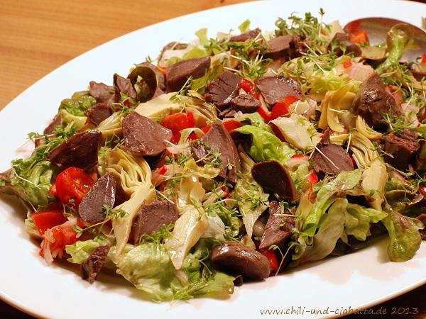 Salat mit Artischocken und confierten Entenmägen