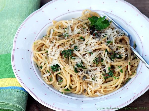 Spaghettini mit Sardellen, Kapern und Petersilie