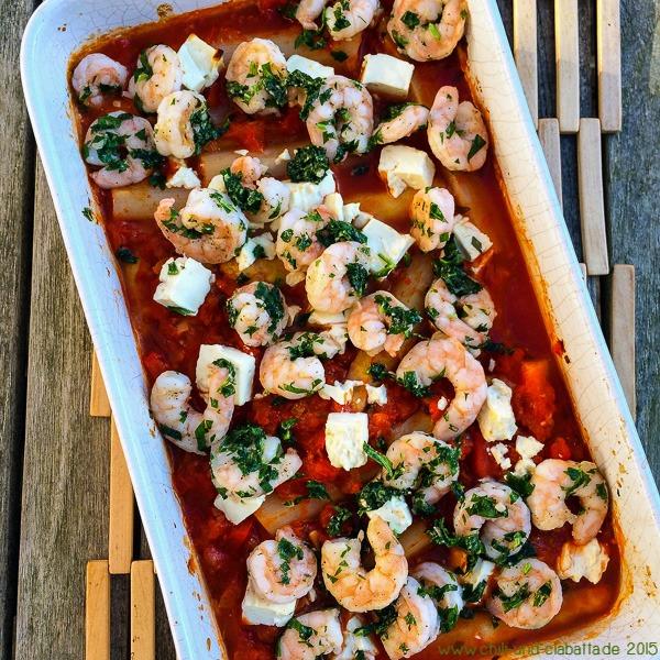 Spargel in Paprika-Tomatensauce mit Feta und Garnelen