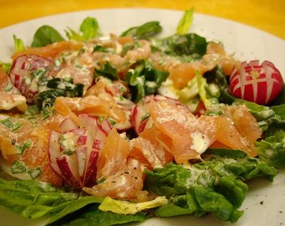Bunter Spinatsalat mit Räucherlachs