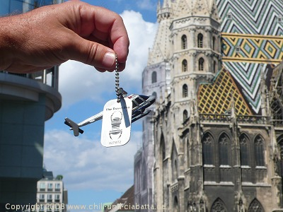 Travel Bug Helocopter vor Stephansdom