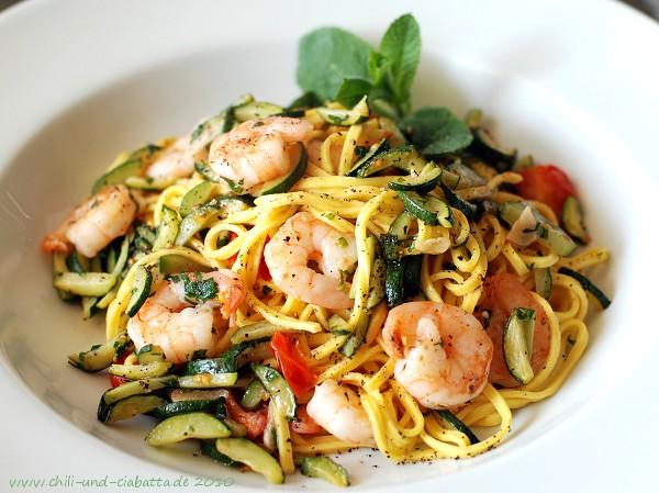 Tagliolini mit Zucchini, mMinze und Garnelen