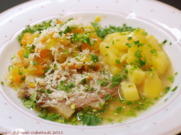 Tellerfleisch mit saurem Kartoffelgemüse