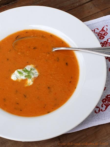 Tomaten-Fenchelsuppe mit Schnittlauch-Schmand