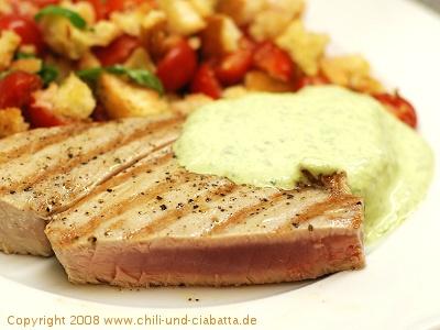 Gebratener Tunfisch mit Brotsalat