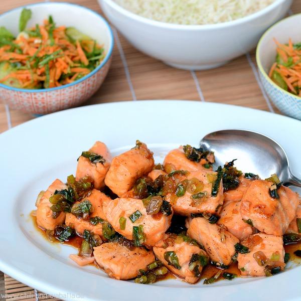 Vietnamesischer Karamell-Lachs mit Limetten-parfümiertem Reis und Gurken-Möhren-Salat