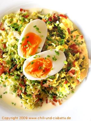 Wirsing in Schnittlauchsahne mit Ei