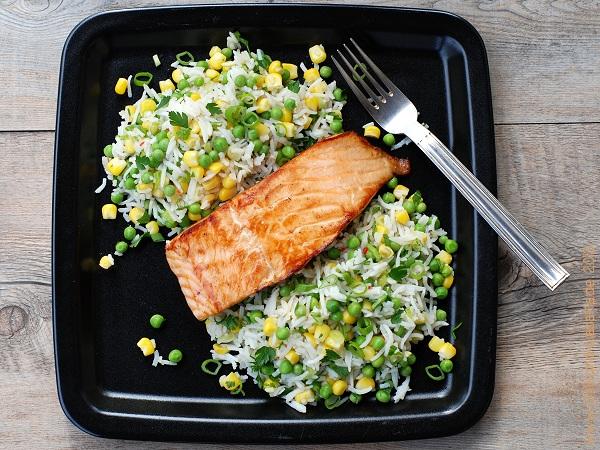 Lachs mit Asia-Reis-Salat