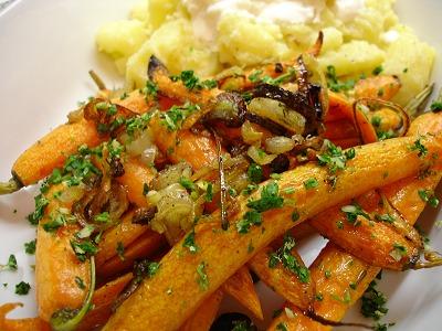 Röstmöhren und Kartoffeln