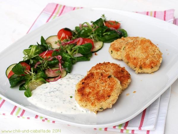 Bohnen-Buletten mit Schnittlauchjoghurt und gemischtem Salat