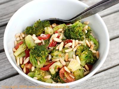 Brokkoli-Tomaten-Salat