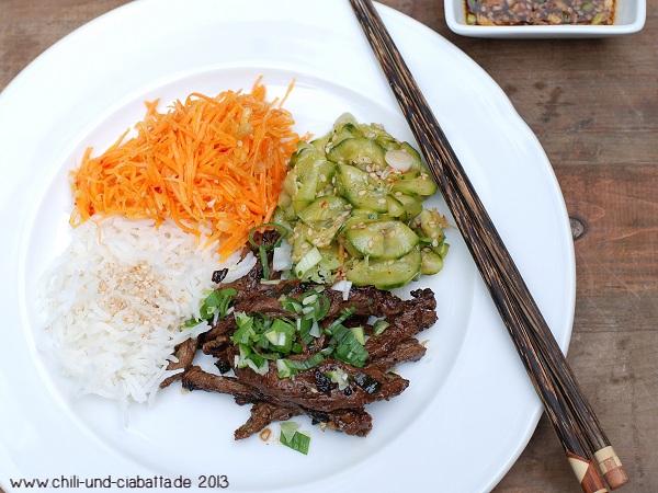 Skirt STeak nach Bulgogi-Art , koreanischer Gurken- und Möhrensalat