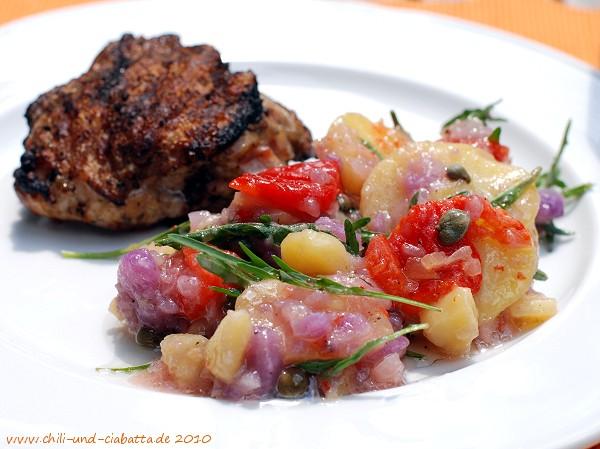 Bunter Kartoffelsalat mit gegrilltem Huhn