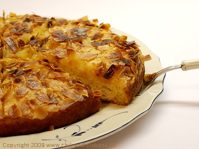 Buttermilchkuchen mit Mandeln