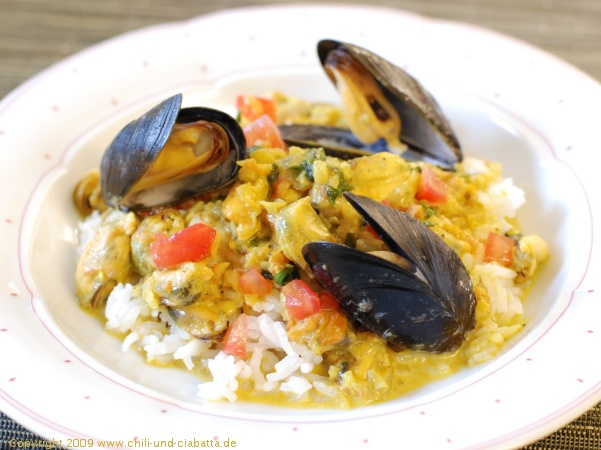 Curry-Muscheln auf Reis